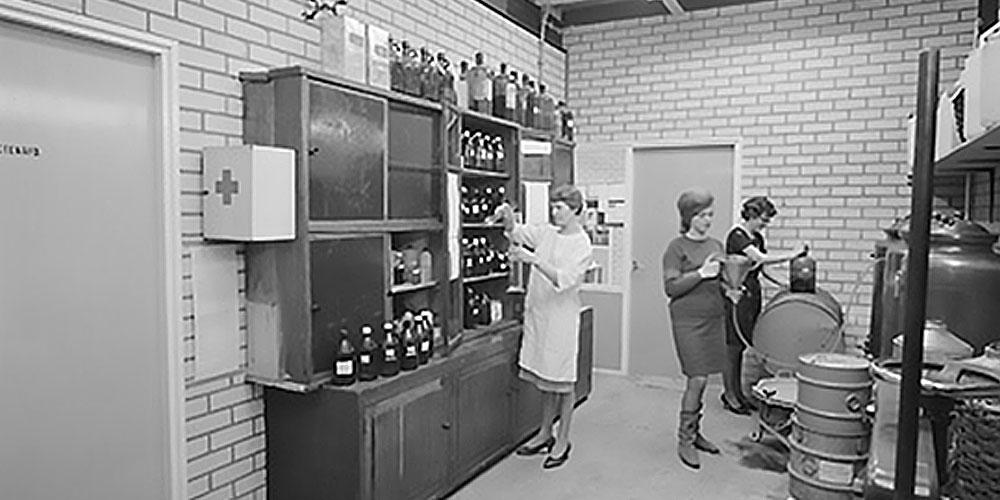 تیم تحقیق و توسعه شرکت بیفار Beaphar در سال 1974
